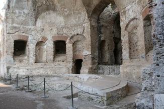 Stibadium, Villa Adriana, Tívoli, Italia. Fuente en: http://bit.ly/2fQWwg9